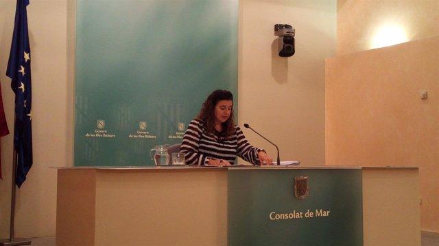 La portavoz del Govern, Pilar Costa, en la sala de prensa del Consolat de Mar