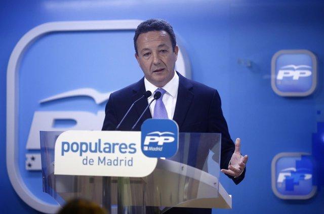 Íñigo Henríquez de Luna en el examen de Esperanza Aguirre