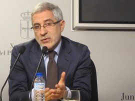 El partido de Llamazares acusa a Garzón de buscar la disolución de IU en Unidos Podemos