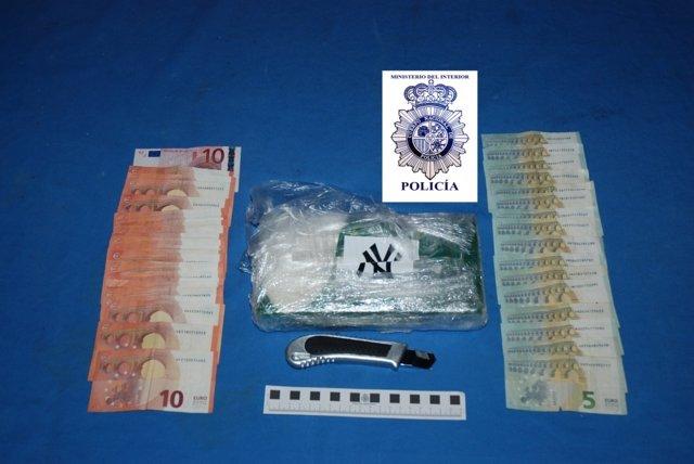 Cocaína ocupada a los detenidos.
