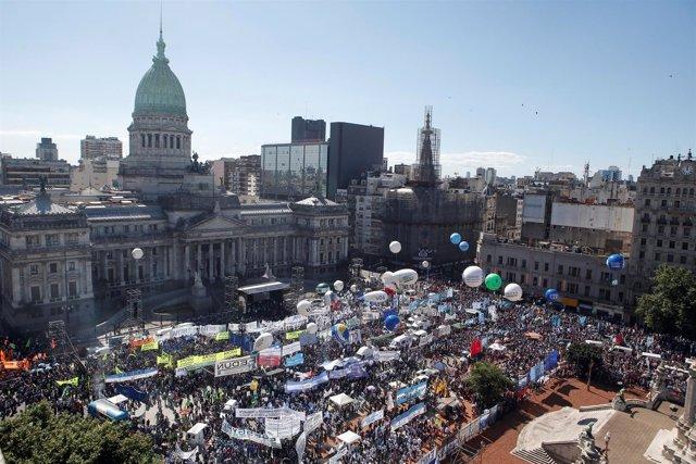 Concentración por Ley de Emergencia Social en Argentina