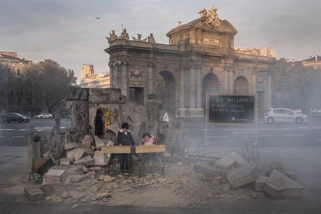 Save the Children recrea una escuela siria en la Puerta de Alcalá