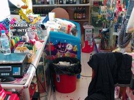 Guardia Civil detiene al presunto atracador de un comercio en Abanilla