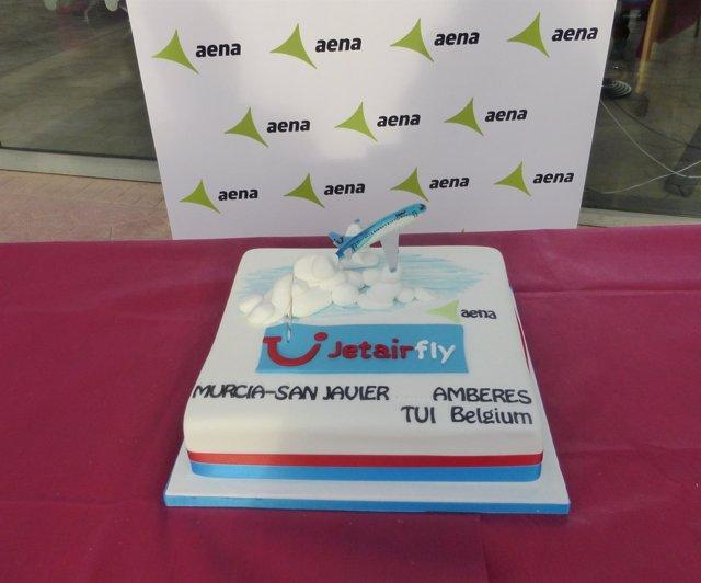 El Aeropuerto de Murcia-San Javier 'bautiza' la nueva ruta a Amberes