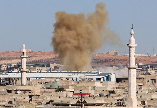 Efectos de un ataque en la zona este de Alepo