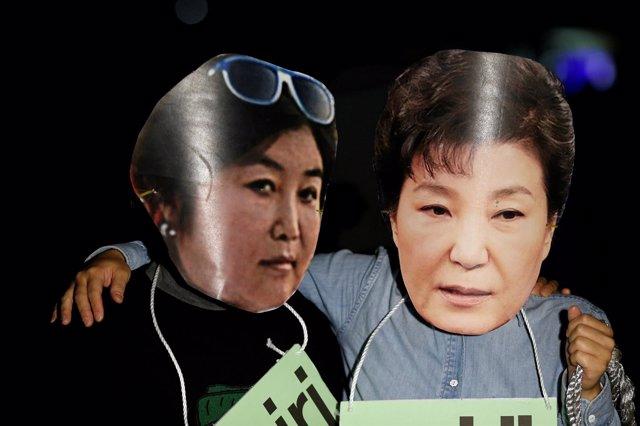 Manifestantes contra la presidenta surcoreana Park Geun Hye
