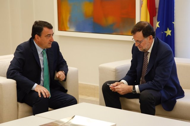 Aitor Esteban, del PNV, con el presidente Mariano Rajoy