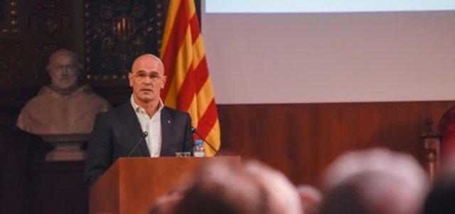 Raül Romeva interviene en el acto homenaje a las víctimas del franquismo.