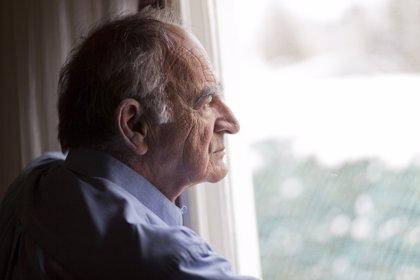 La soledad podría favorecer el desarrollo del Alzhéimer