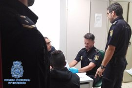 Dos detenidos en Almería por introducir a 15 inmigrantes en patera cobrándoles mil euros