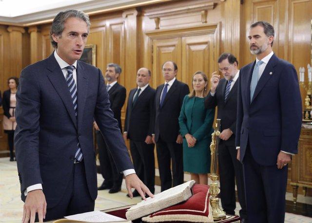 Íñigo de la Serna Hernáiz jura su cargo ante el Rey
