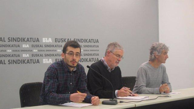 El secretario general de ELA, Adolfo Muñoz, en el centro de la imagen