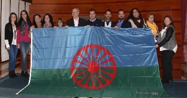 Durán recibe la bandera gitana