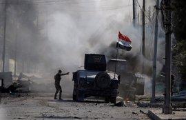 Encuentran una fosa común con 200 cuerpos cerca de Mosul, donde las fuerzas iraquíes siguen su avance
