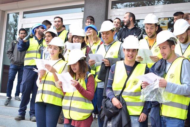 Estudiantes De La UPCT Entonan 'Soy Minero' Por Las Fiestas De Santa Bárbara