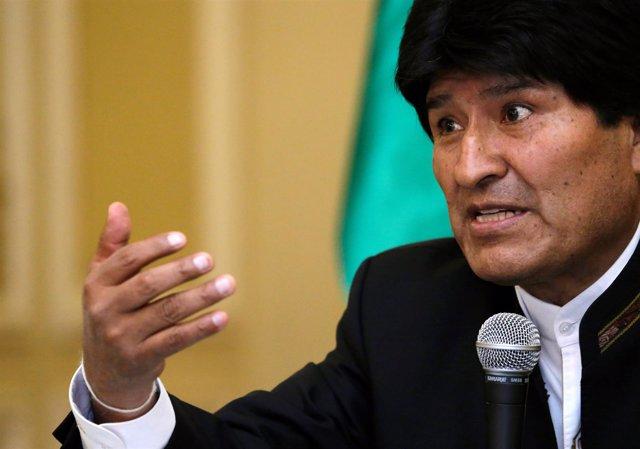 Morales confirma el regreso de su embajador a Brasil tras reconocer a Temer