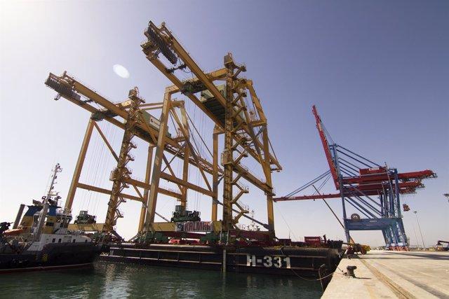Nuevas grúas de Noatum en el muelle 9 de contenedores puerto Málaga