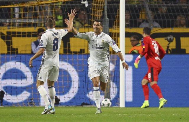 Cristiano celebra el 0-1 con Kroos