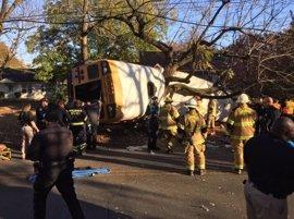Al menos seis muertos en un accidente de un autobús escolar en Chattanooga, en Tennessee