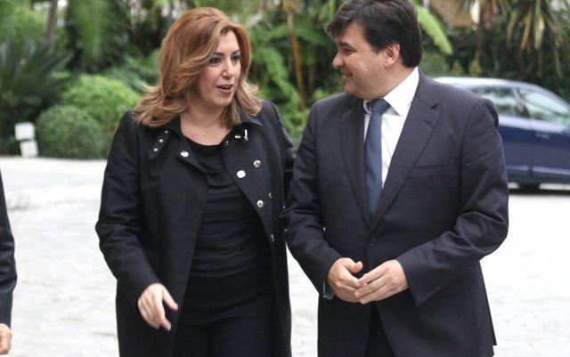 Susana Díaz y el alcalde de Huelva, Gabriel Cruz, antes del desayuno informativo