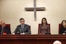 El Rey ensalza ante los obispos la actividad social de la Iglesia en la crisis y defiende los Acuerdos Iglesia-Estado