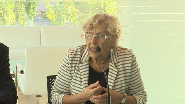 """Carmena pide cuestionar """"barbaries"""" de los conflictos bélicos"""