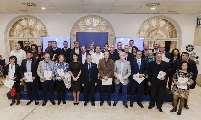 Los 33 municipios beneficiarios han recogido sus subvenciones en Diputación.