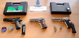 Detenidos tres jóvenes por dañar viviendas y vehículos con pistolas de aire comprimido