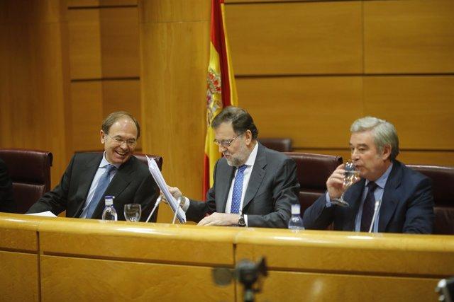 Rajoy con Pío García Escudero y José Manuel Barreiro en el Senado