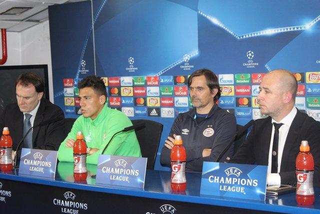 Héctor Moreno comparece junto a Cocu en el Vicente Calderón