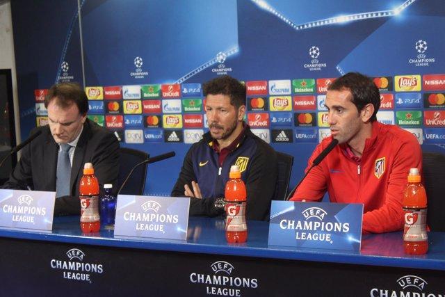 Diego Godín comparece en sala de prensa con Diego Pablo Simeone