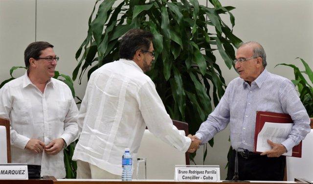 Los negociadores de las FARC, Iván Márquez, y del Gobierno, Humberto de la Calle