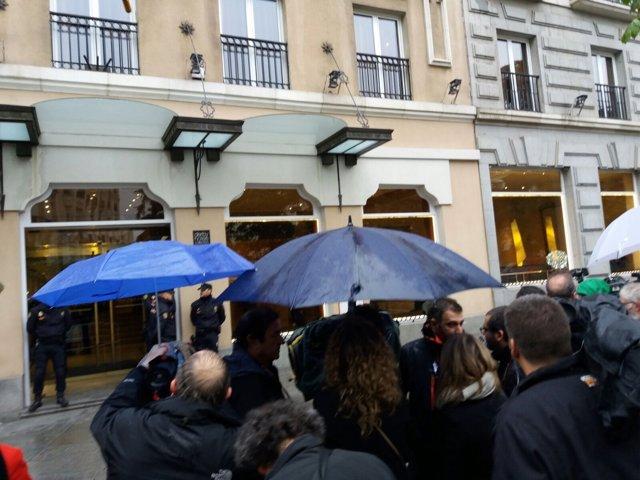 Fachada del hotel Villa Real, donde ha fallecido Rita Barberá