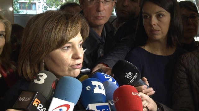 Isabel Bonig atiende a los medios