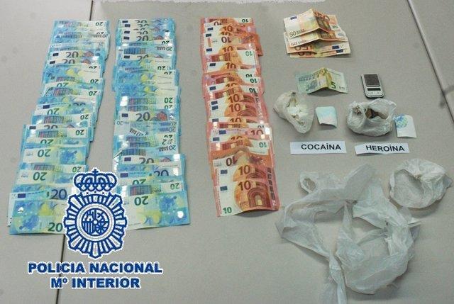 Efectos intervenidos durante actuación policial en Estepona