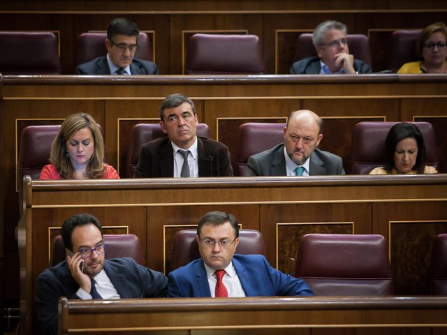 Antonio Hernnando, Miguel Angel Heredia y diputados de la gestora de PSOE
