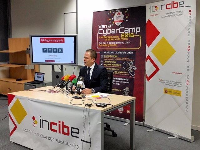 Alberto Hernández presenta Cybercamp.