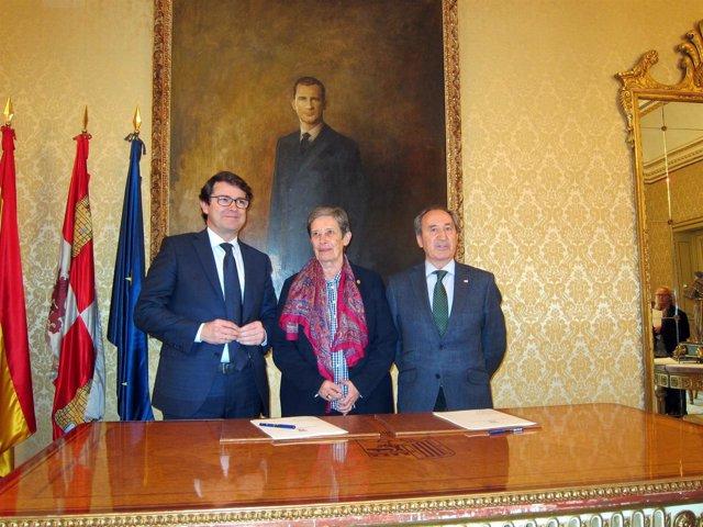 Mañueco, Carmen Calzada Y Jesús Juanes, De Izquierda A Derecha.
