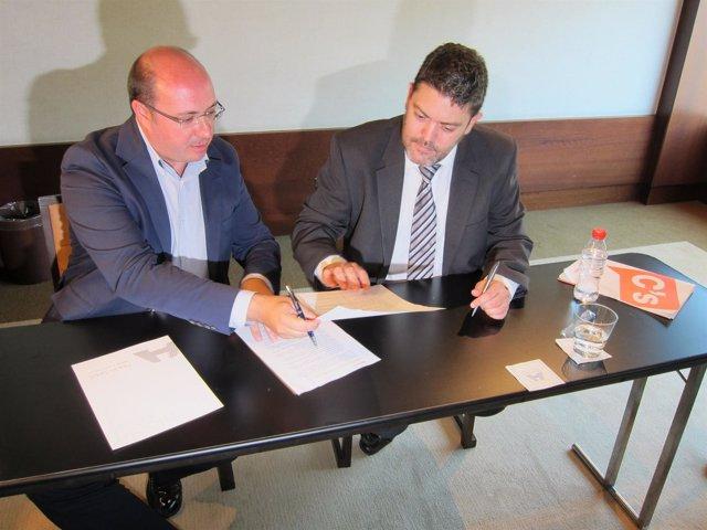 Pedro Antonio Sánchez y Miguel Sánchez firman el pacto por la Regeneración