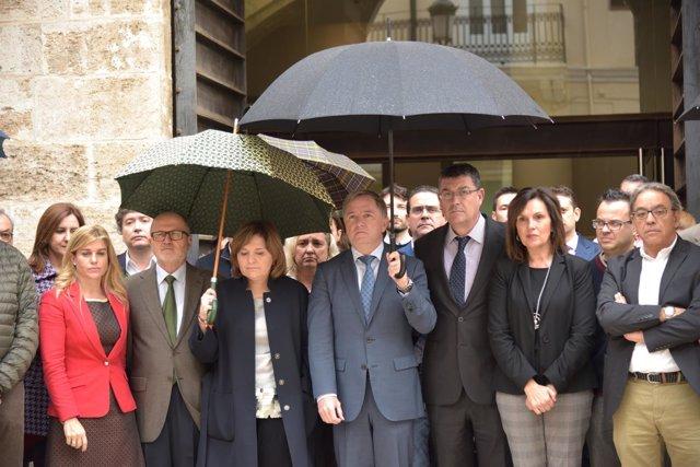 Minuto de silencio por Rita Barberá ante las Corts Valencianes
