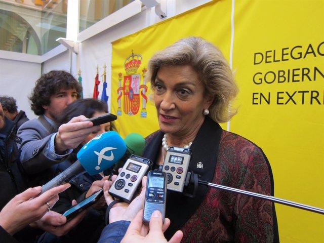 Cristina Herrera atiende a los medios de comunicación