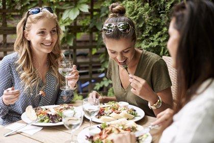 Las mujeres son más propensas a 'comer emocionalmente'