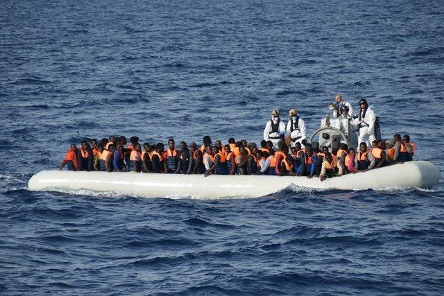 Rescate de inmigrantes en el Mediterráneo a cargo de militares españoles