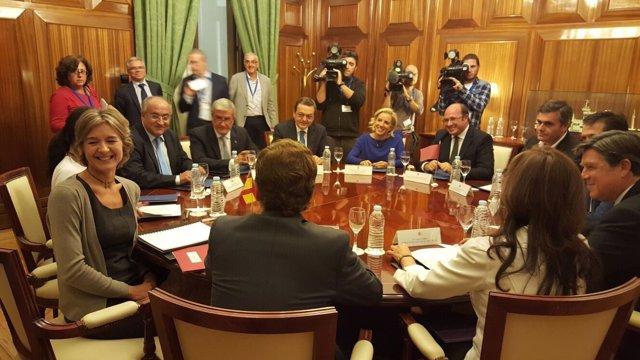 La ministra de Agricultura con el presidente del Gobierno regional