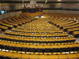 La Eurocámara pide revisar la seguridad de un herbicida antes de su renovación en la UE