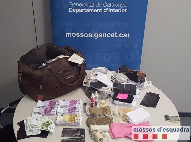 Billetes falsos hallados en un piso de Lleida
