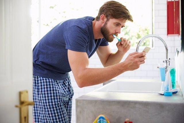 Lavarse los dientes, móvil, selfie
