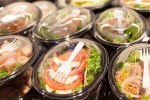 Investigan si comer ensaladas precortadas puede poner en riesgo la salud (GETTY)