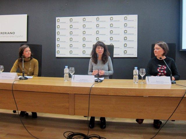 Redondo (centro), junto con Beatriz Montero (izda)  y Ángeles Imaña.