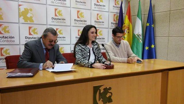 Gómez, entre García (dcha.) y Serrano, presenta el 'Networking Turístico'